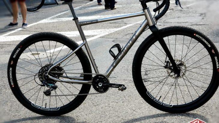 チルー・チタニウムグラベルバイク