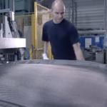 BMWのカーボンボンネットの製作工程を見てみよう